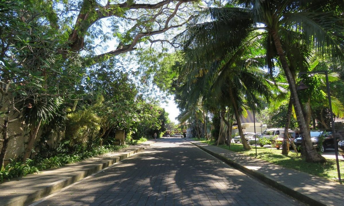 bali-sanur-beach-villas-parking-1