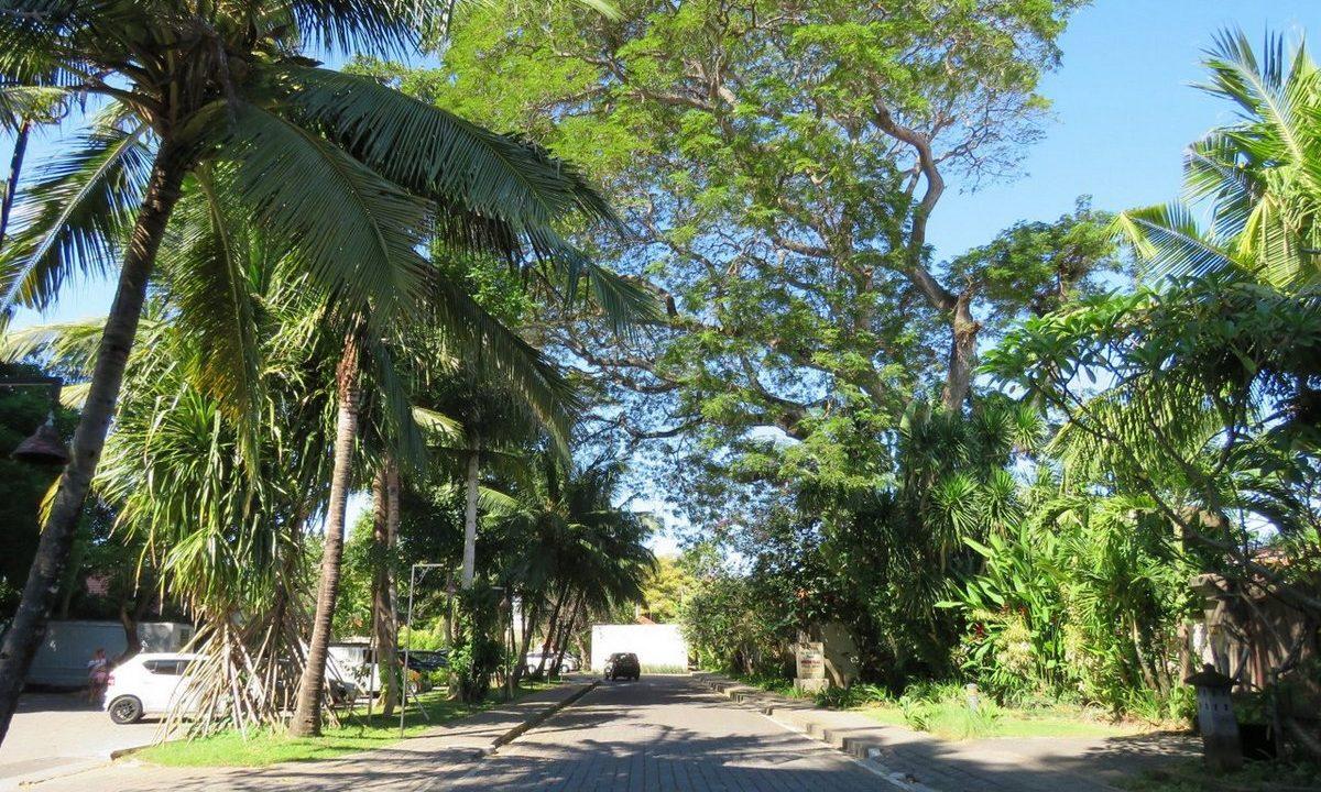 bali-sanur-beach-villas-parking-2