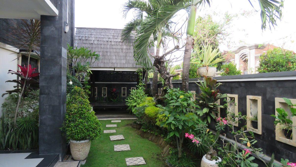 4-br-house-for-sale-nusa-dua-05