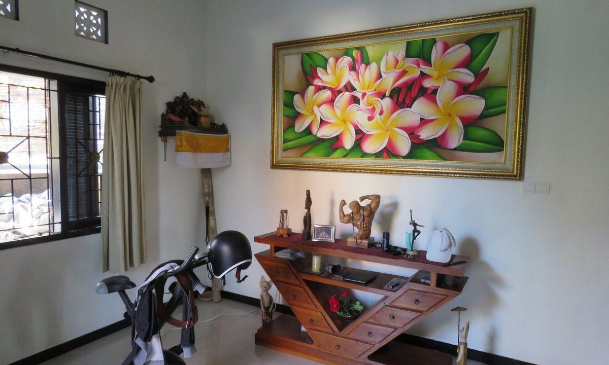 4-br-house-for-sale-nusa-dua-11