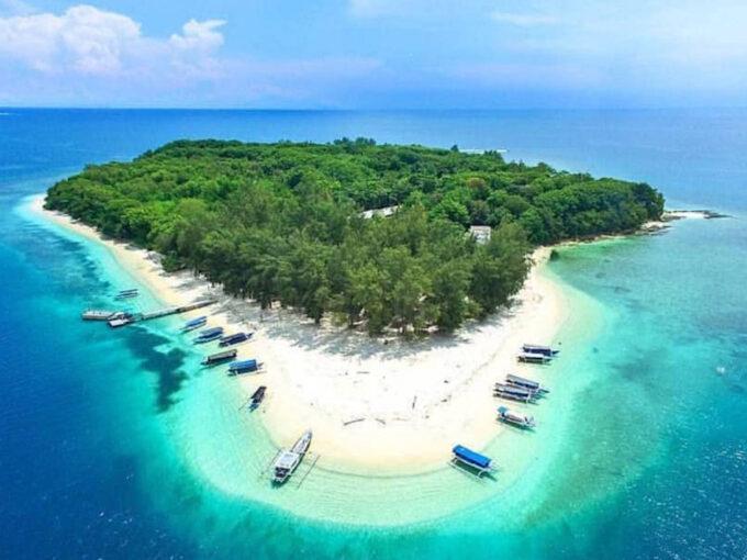 Продается частный остров рядом с Бали 0