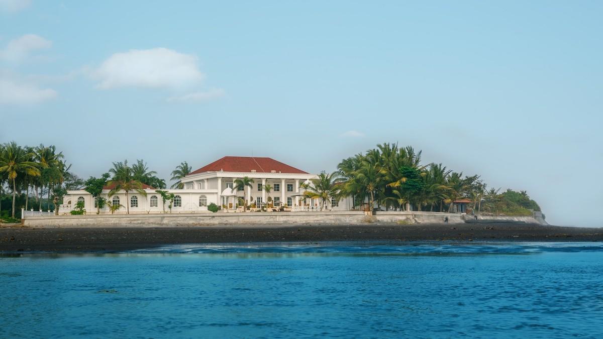 Beachfront-villa-Tabanan32